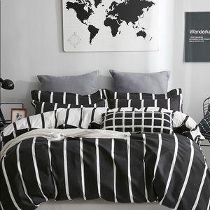 Other - Striped duvet cover black white reversible